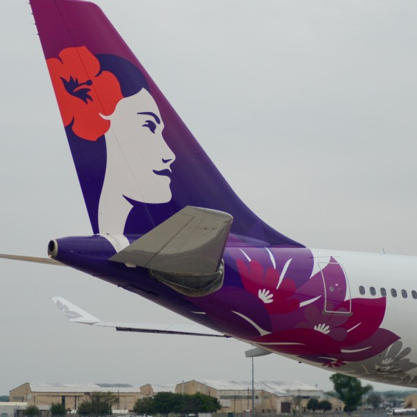 Hawaiian Airlines jet at ABIA2