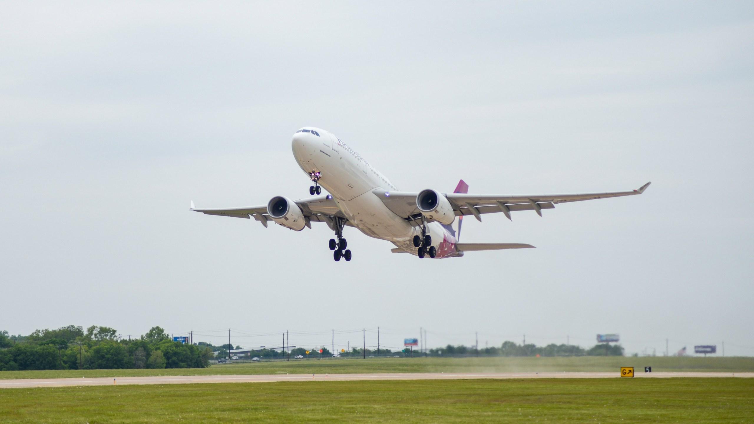 Hawaiian Airlines jet leaves ABIA