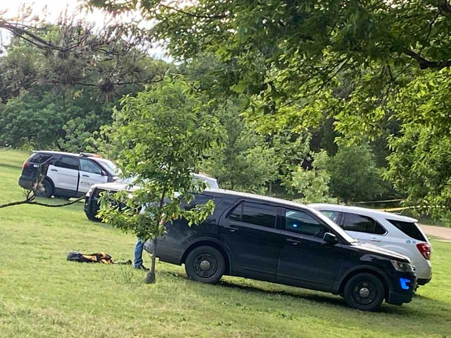 Austin Police, ATCEMS look for person who did not resurface in Lady Bird Lake on Saturday, April 17, 2021 (KXAN Photo/Kaitlyn Karmout)