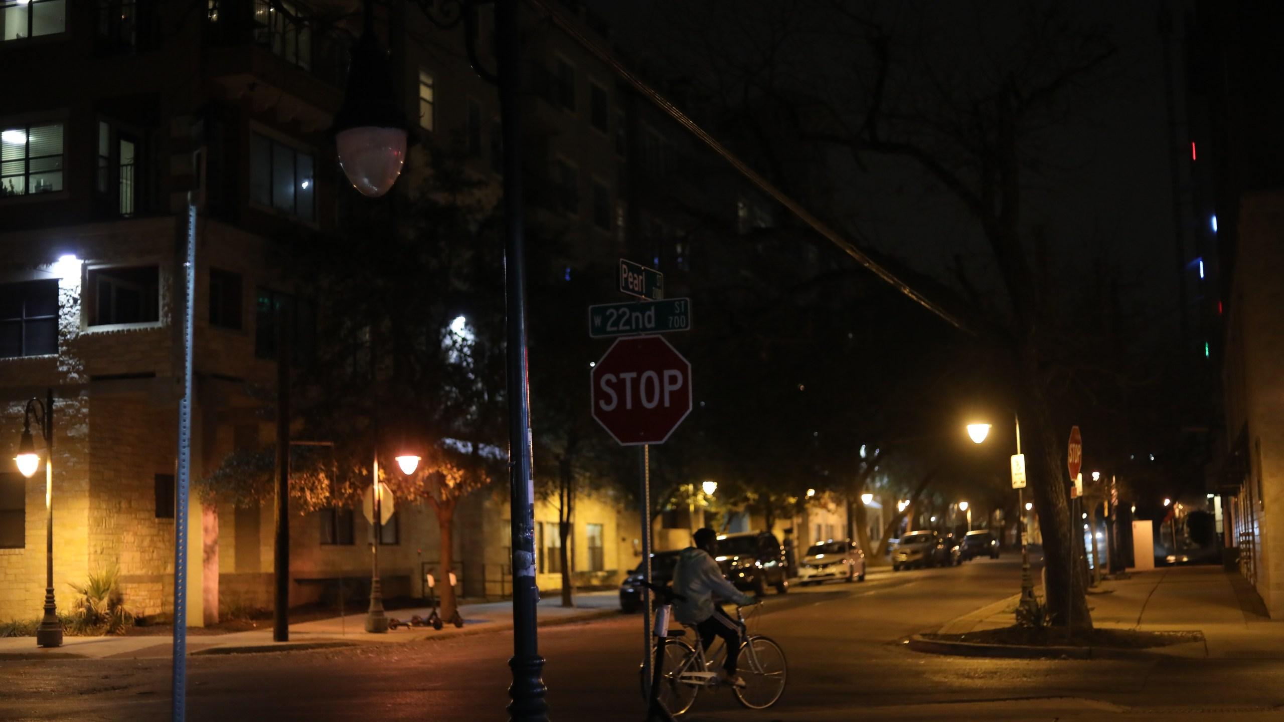 Broken street light in West Campus (Photo: Ashley Miznazi)