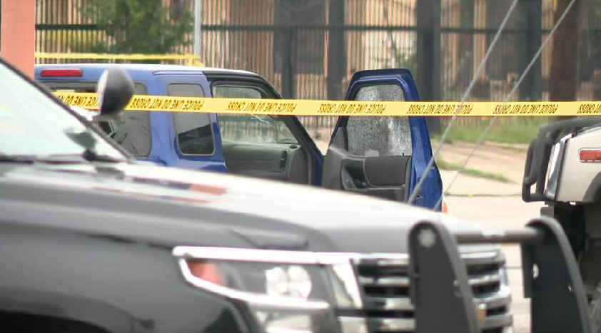2 killed, officer hurt after police say traffic stop turned into shooting in San Antonio
