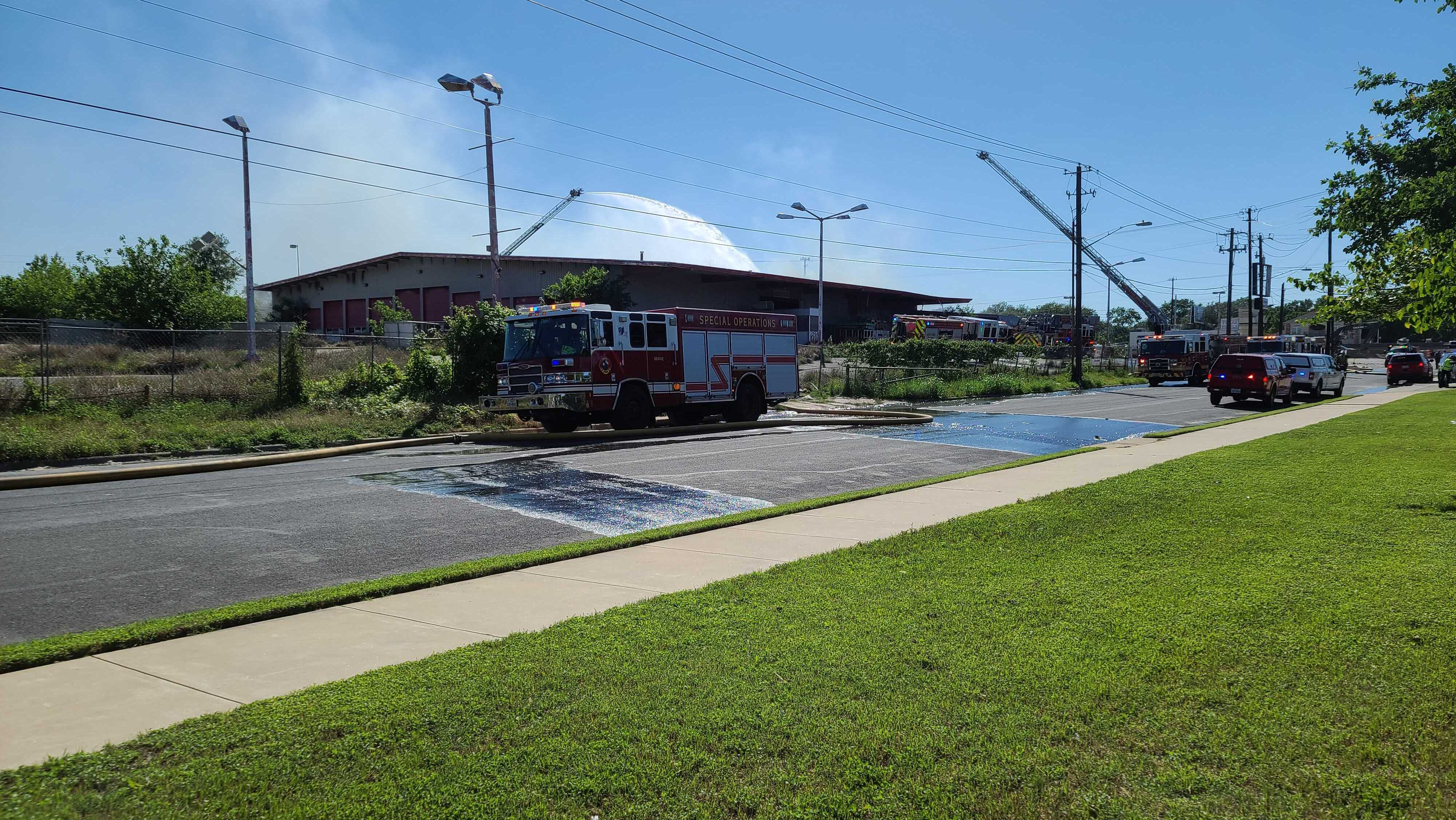 Vacant warehouse fire off I-35 northbound service road near US 183 May 6, 2021 (KXAN Photo/Andrew Choat)