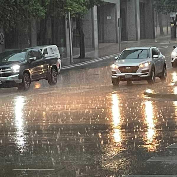 Rain on 9th and Congress in Austin (KXAN Photo/Tim Holcomb)