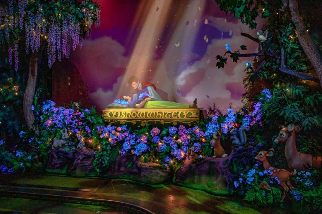 Snow White's Enchanted Kiss ride
