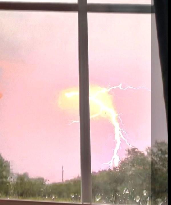 Lightning strike in Bertram