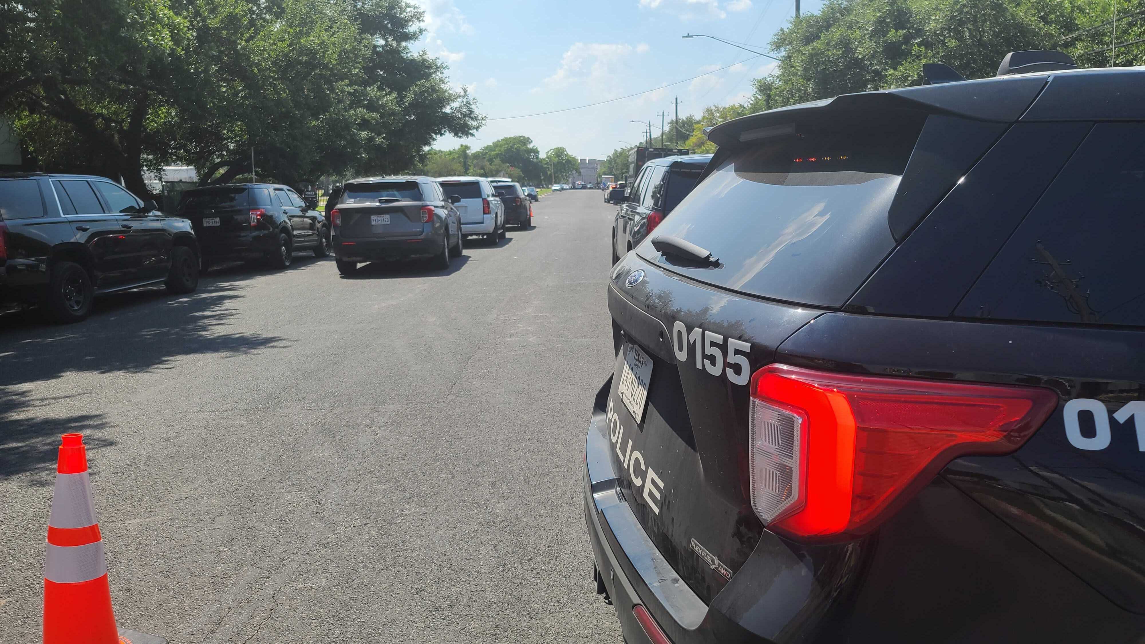 Austin Police, SWAT respond to situation in east Austin off Elmont Drive (KXAN Photo/Andrew Choat)
