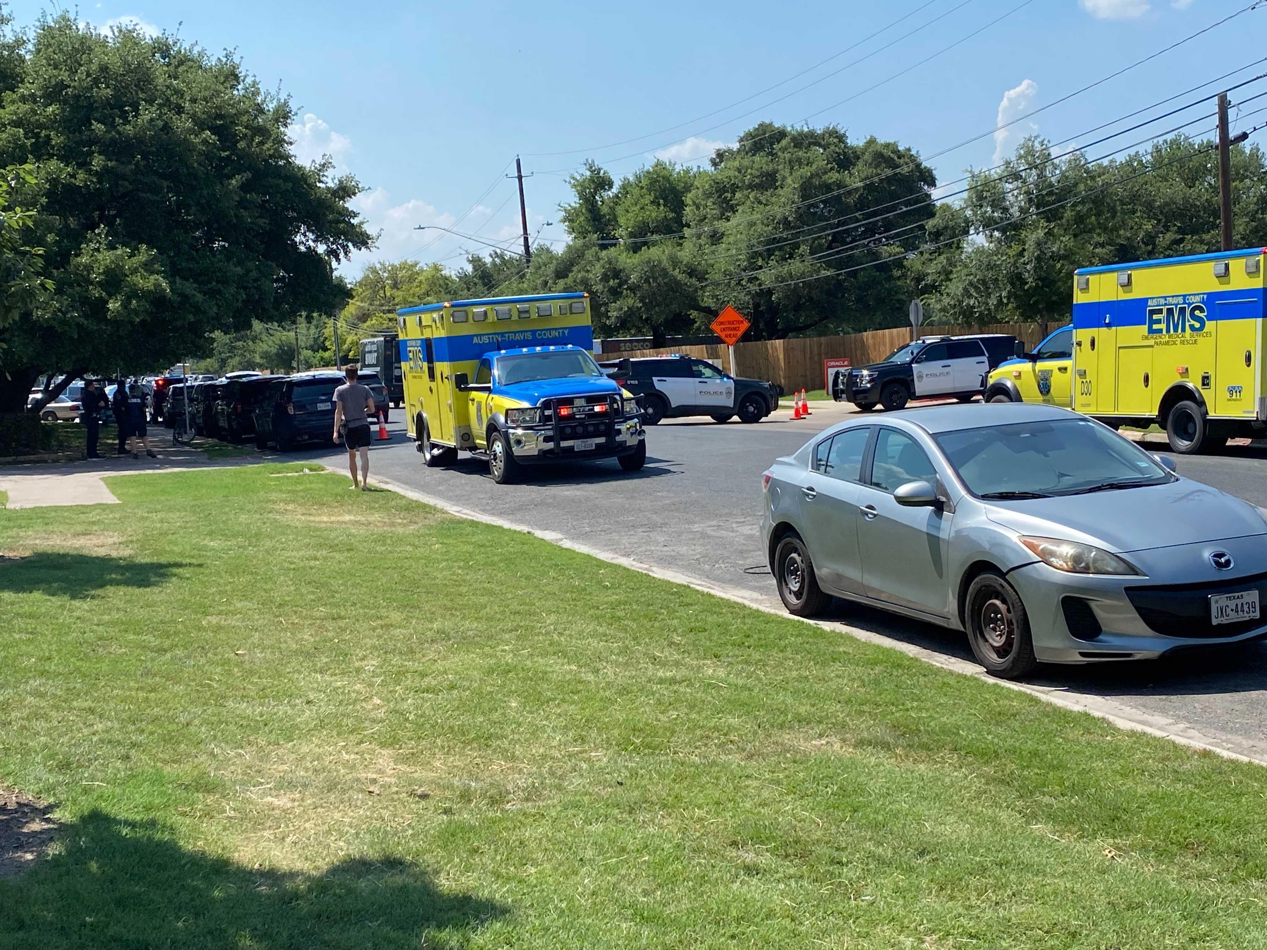 SWAT callout in east Austin near Elmont Drive, Town Lake Circle June 15, 2021 (Courtesy: Victor Belman)