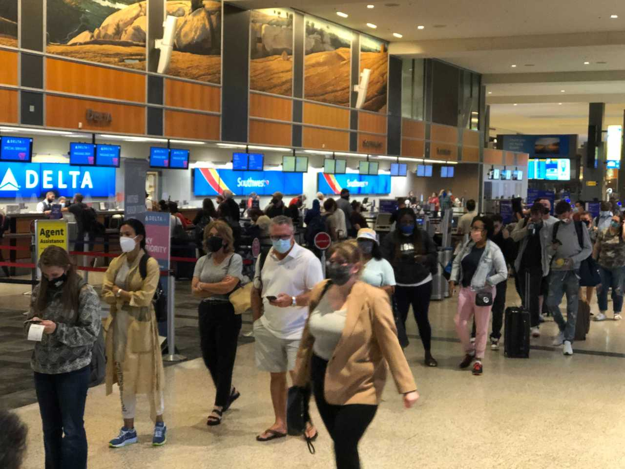 More long lines, delays at Austin airport security checkpoints Friday