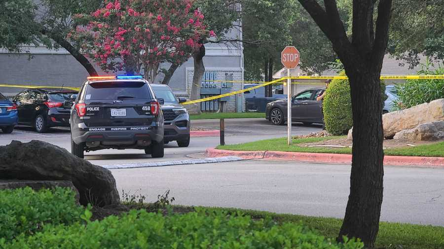 Cedar Park police are investigating a homicide at an apartment complex off Anderson Mill Road the night of July 20, 2021 (KXAN Photo/Andrew Choat)