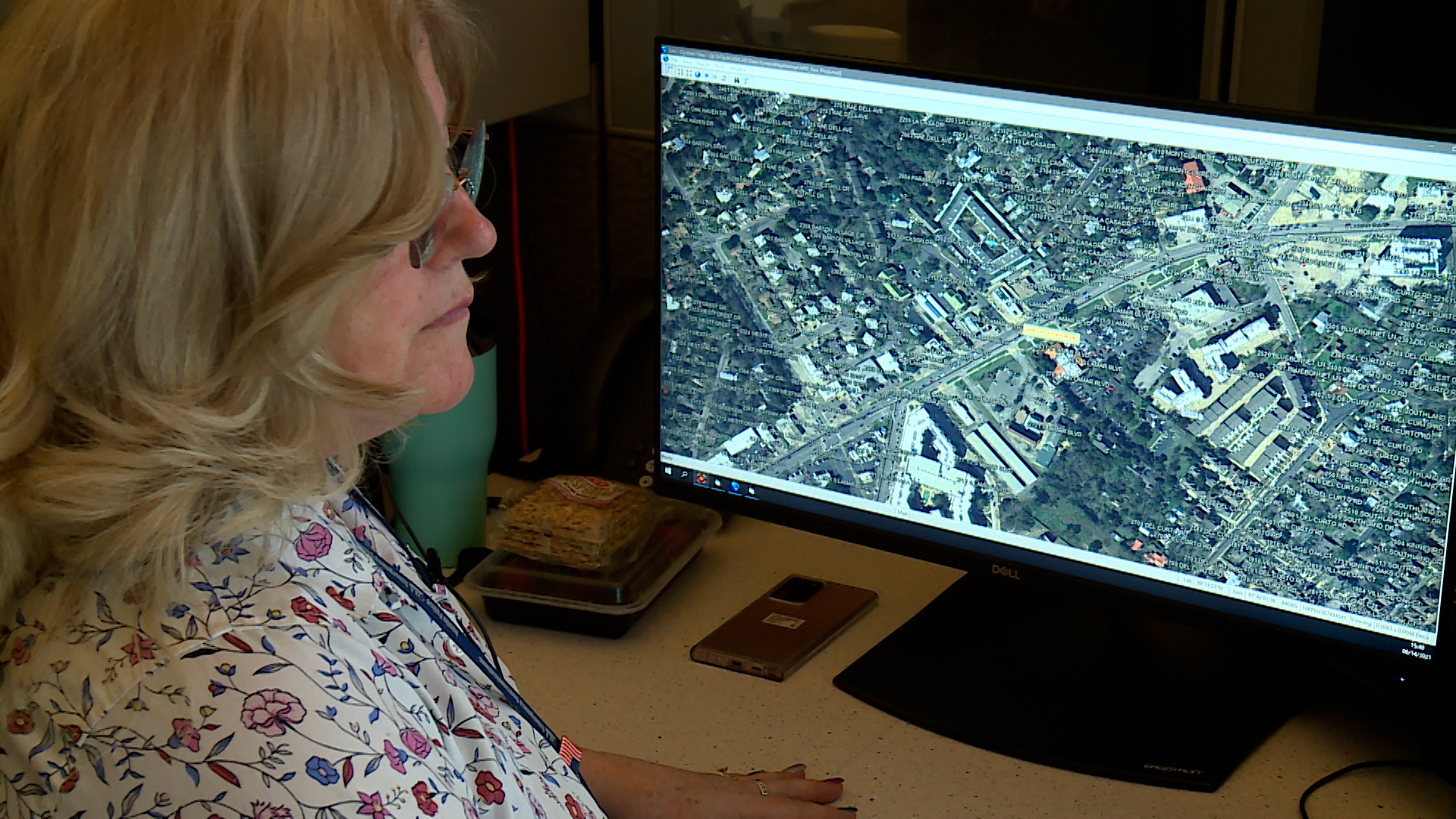 Austin Police tell us they have a shortage of 911 operators. Former employees tell us they're concerned about the impact of this shortage should a major emergency event take place (KXAN Photo/Ben Friberg)