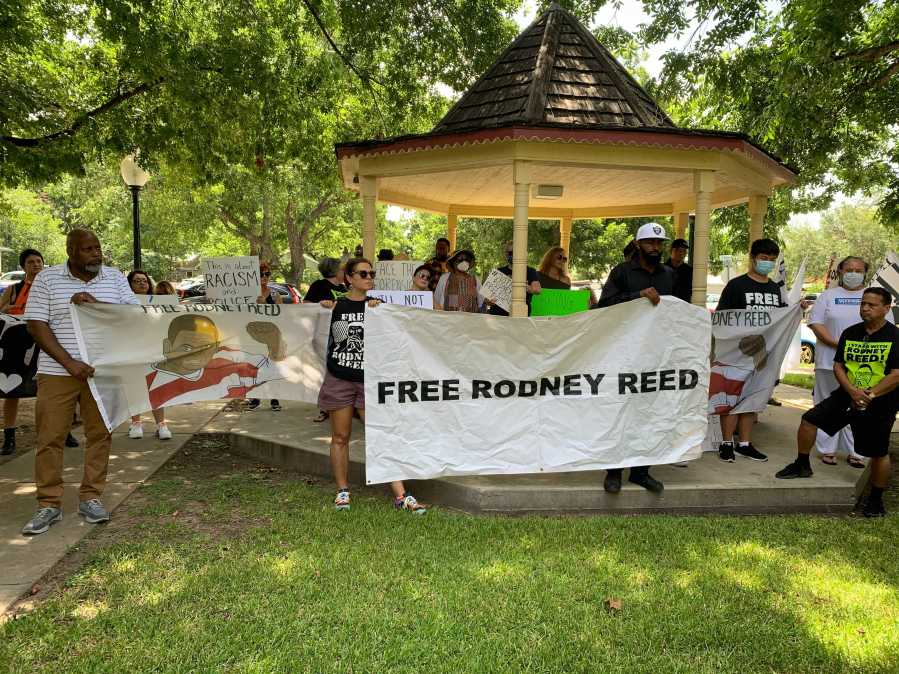 Rodney Reed's family, supporters hold rally in Bastrop ahead of new evidentiary in his case scheduled to start Monday (KXAN Photo/Andy Way)