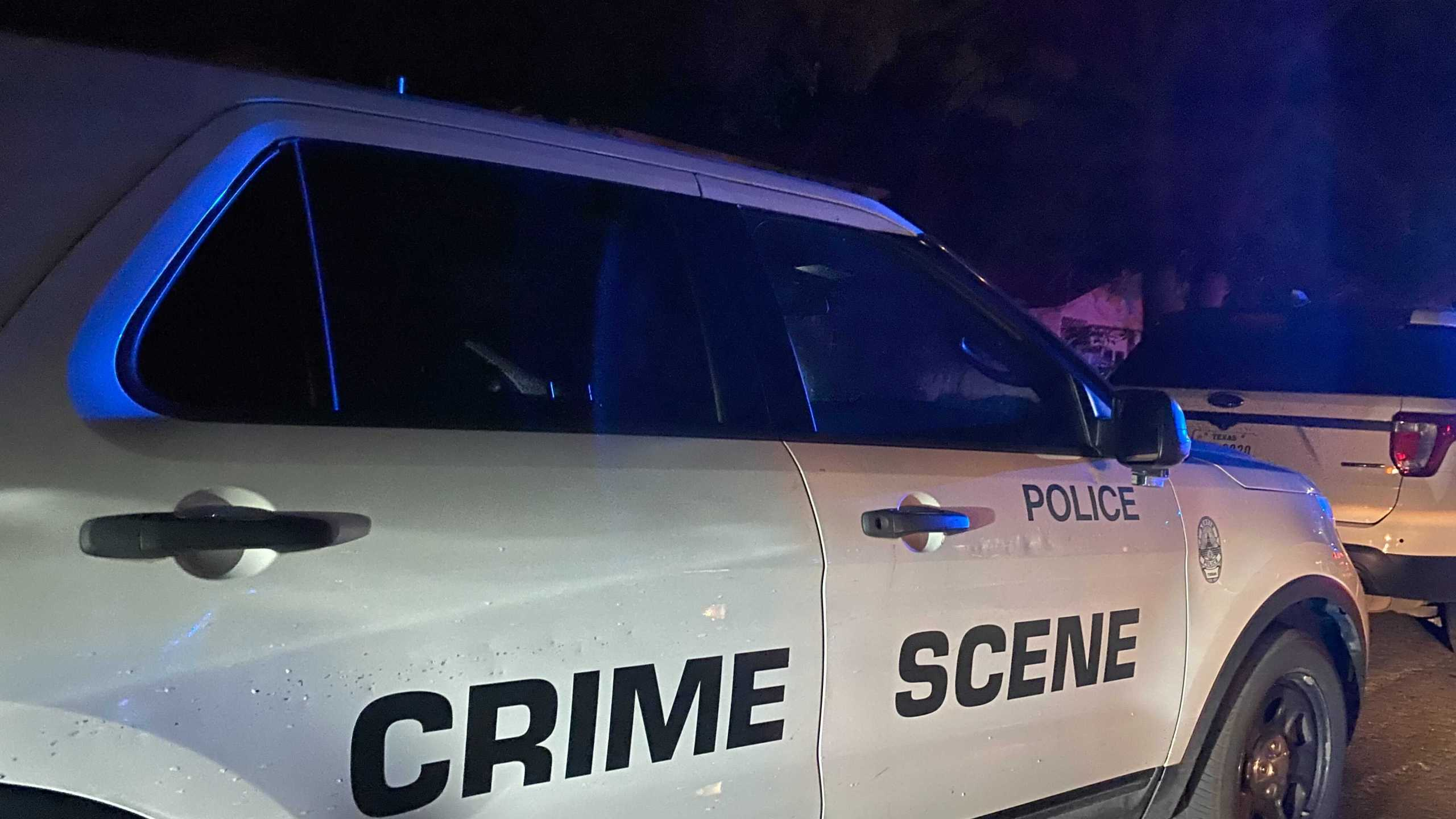 Austin Police find the body of a man inside a northwest Austin home. (Photo by KXAN photojournalist Todd Bynum)