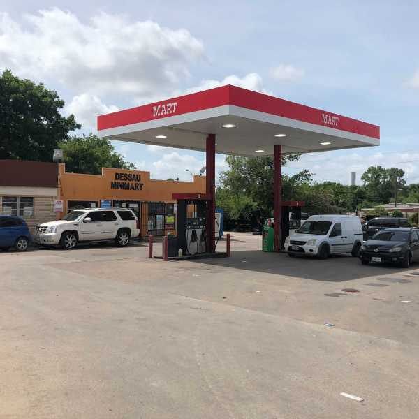 TCSO reports a man was shot at the Dessau Mini Mart in northeast Austin and later died at the hospital (KXAN/Mariano Garza)