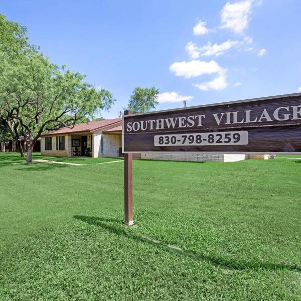 The Southwest Village Apartments could be used as transitional housing for people experiencing homelessness in Marble Falls. (KXAN Photo/Kaitlyn Karmout)