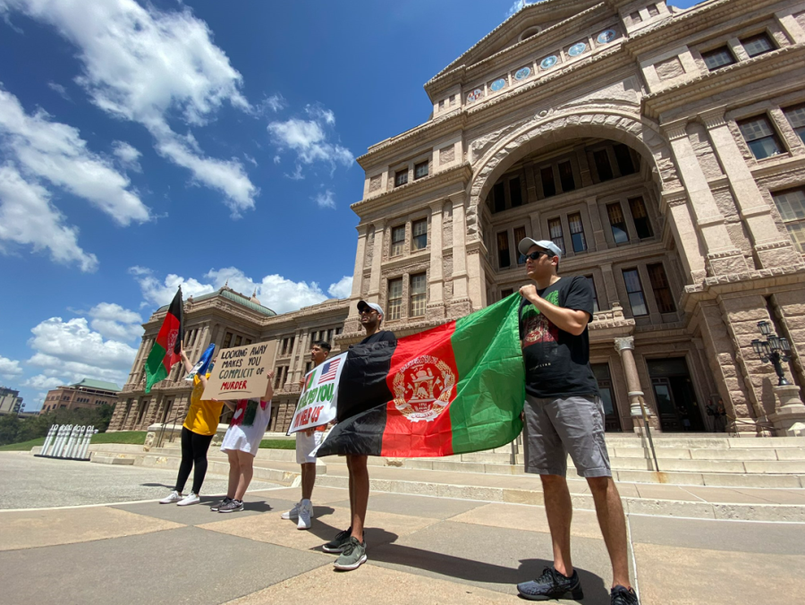 Austin residents stand in support of Afghanistan