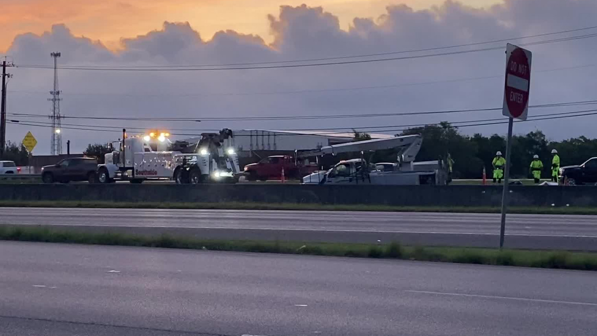 A crash on northbound I-35 shut down lanes of traffic early Friday morning. (KXAN photo/Nabil Remadna)