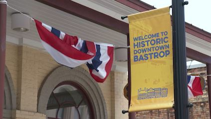 Visit Historic Downtown Bastrop sign. (KXAN Photo/Candy Rodriguez)