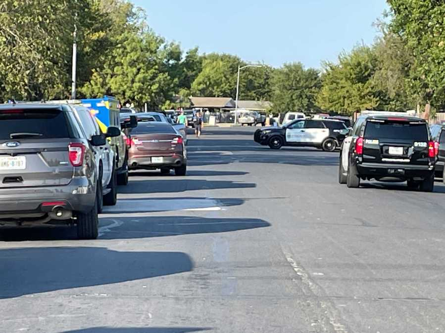 Austin Police, SWAT team response on Wentworth Drive in east Austin on Oct. 6, 2021 (KXAN Photo/Tim Holcomb)