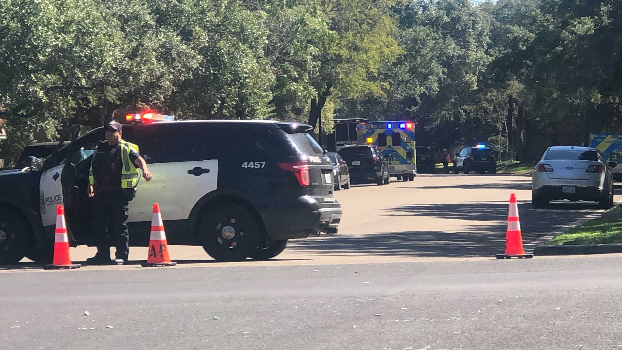 SWAT situation on Pinkney Lane in southwest Austin on Oct. 27, 2021 (KXAN Photo/Frank Martinez)